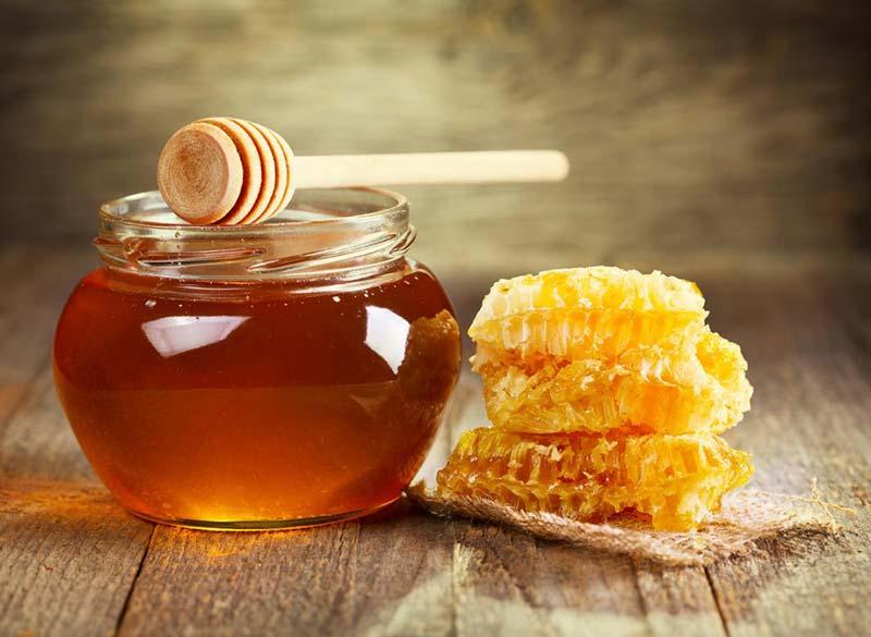 درمان عفونت واژن با عسل و این ترکیبات همانند پماد کلوتریمازول عمل میکند.