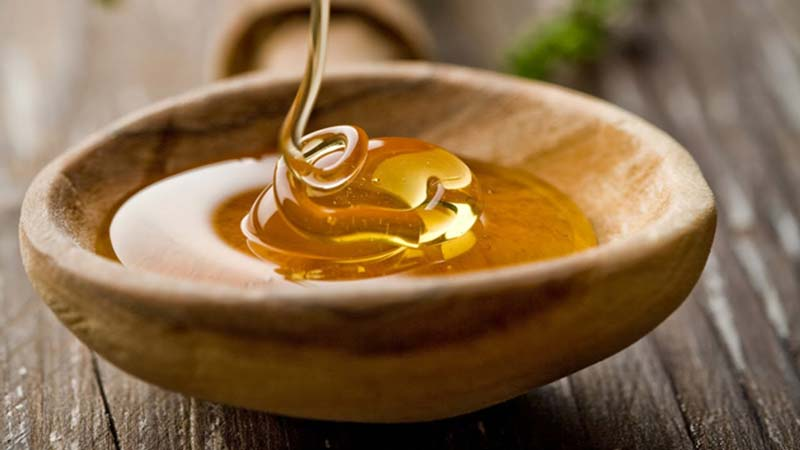 درمان عفونت واژن با عسل به دلیل وجود مواد ارزشمندی که در این محصول است امکان پذیر می باشد.