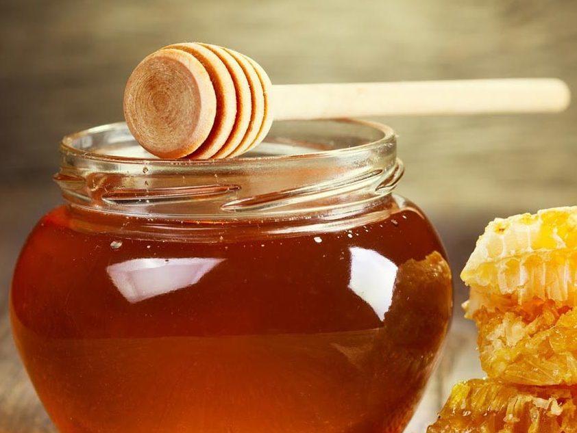 عسل خام برای بدن بسیار مفید میباشد.