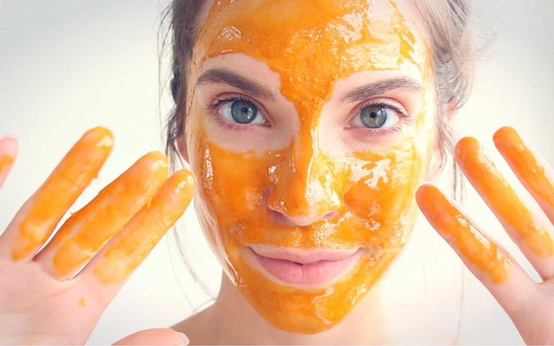 ماسک عسل و دارچین و زردچوبه برای پوست معجزه میکند.