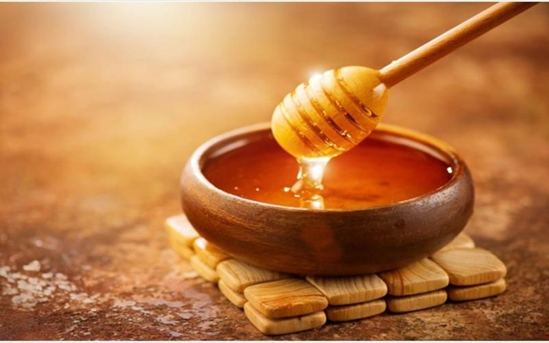 ماسک عسل و دارچین و زردچوبه برای درخشان کردن پوست به کار می رود.