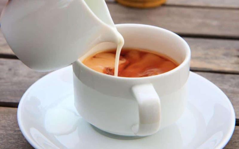 شیر چای به لطافت و زیبایی پوست کمک میکند.