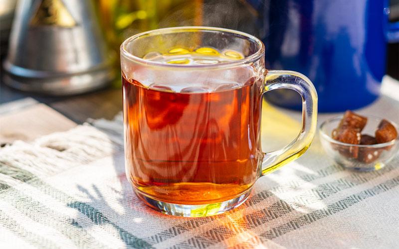 طرز تهیه چای به آب بدون املاح نیاز دارد.