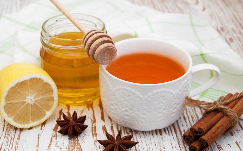 عسل و چای در مواجهه با آب داغ خراب نمیشوند.