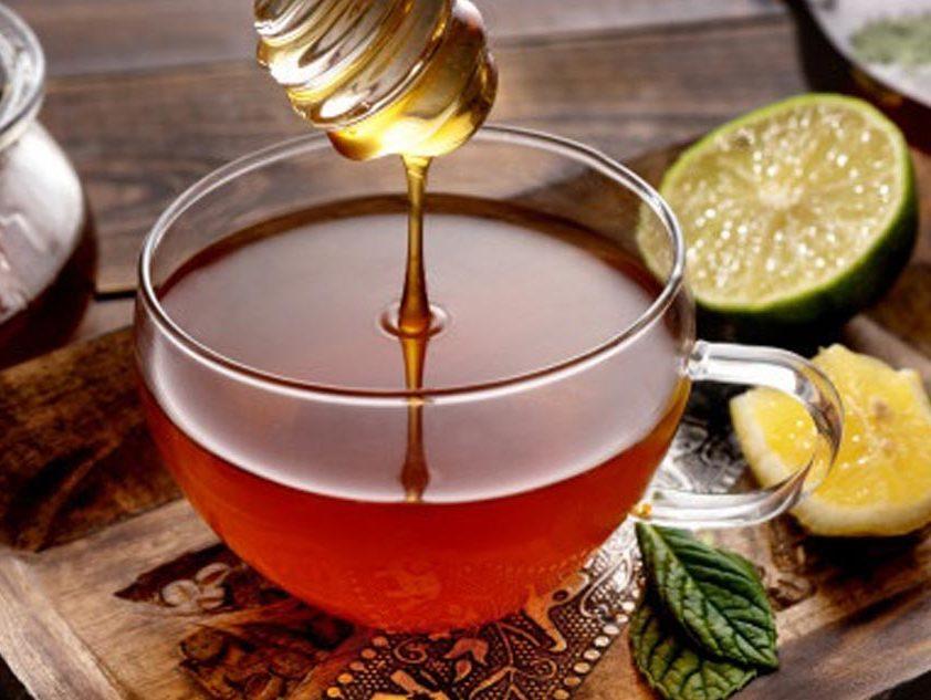 ترکیب عسل و چای برای درمان سرماخوردگی معجزه میکند.
