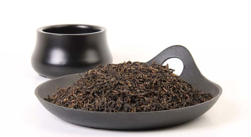 برگهای گیاهان پس از اضافه کردن تفاله چای به خاک شادابتر و شفافتر میشود.