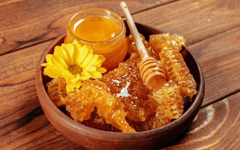 درمان کرونا با عسل به خاطر گرمابخشی آن امکان پذیر میباشد.