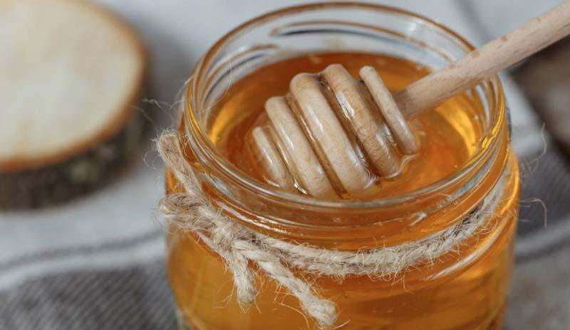 عسل خام دیابتی یکی از سالمترین گزینه ها برای دریافت قند در افراد مبتلا به دیابت است.