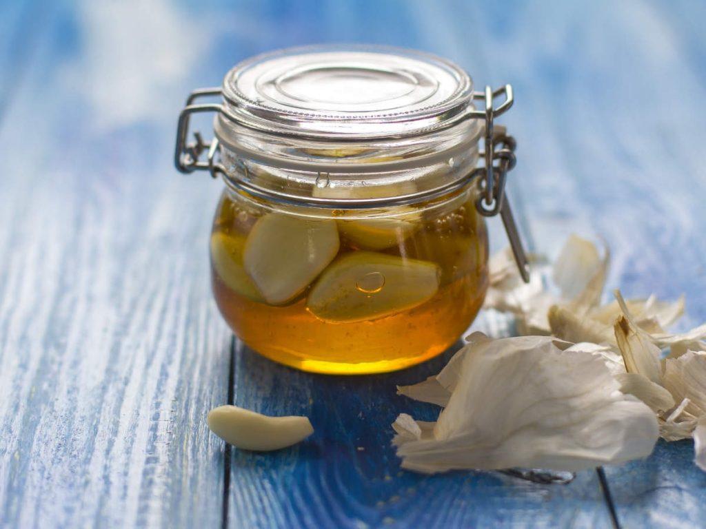 معجون عسل و سیر برای بدن معجزه می کند.