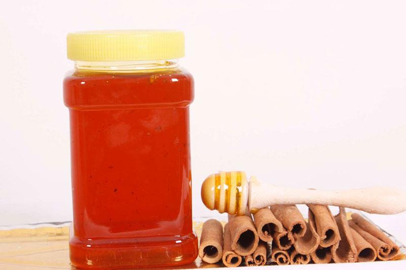 اگه در صبحانه یا میانوعده روی عسل کمی پودر دارچین بریزید، تاثیر درخشان آن بر پیشگیری و بهبود بیماریهای قلبی عروقی را مشاهده خواهید کرد.
