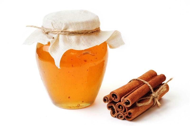 فواید ترکیب عسل و دارچین برای پوست هم به صورت خوراکی قابلدریافت است و هم به صورت استعمال موضعی روی سطح پوست آسیبدیده قابل اجراست.
