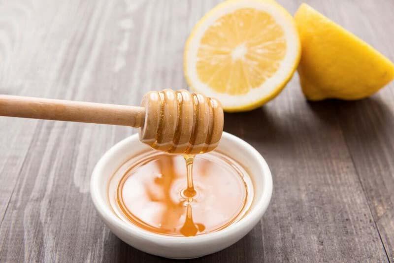 خواص شربت آبلیمو و عسل بدون ایجاد هیچگونه تحریک موضعی و با سمزدایی به صورت داخلی تاثیر خودش را روی پوست می گذارد.