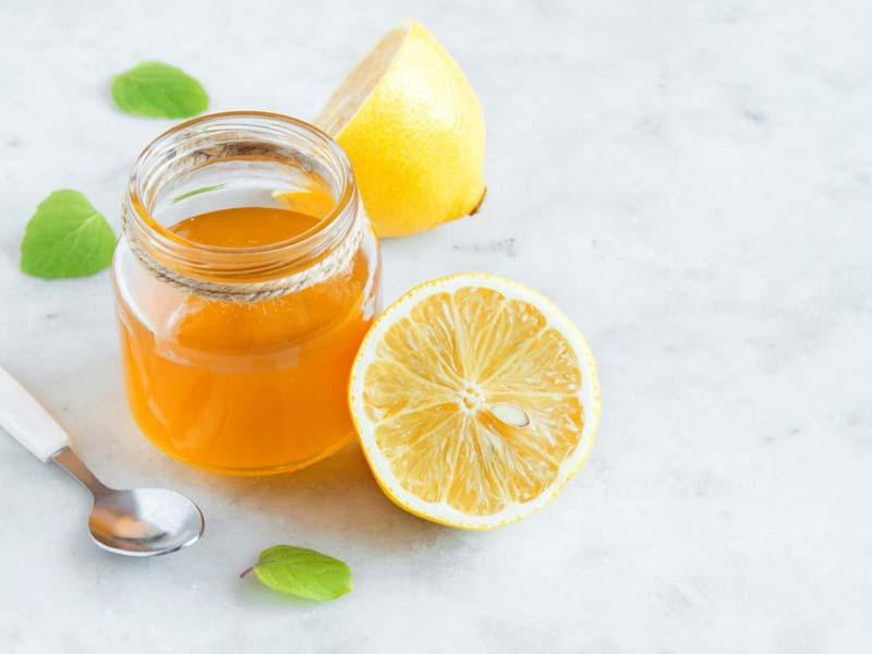 یکی از خواص شربت عسل و آبلیمو از بین بردن مایعات اضافی بدن است.
