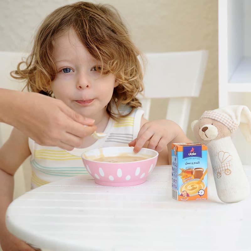 مقدار مناسبی کالری، پروتئین، کربوهیدرات، آنتیاکسیدان، منیزیم در عسل طبیعی وجود دارد.