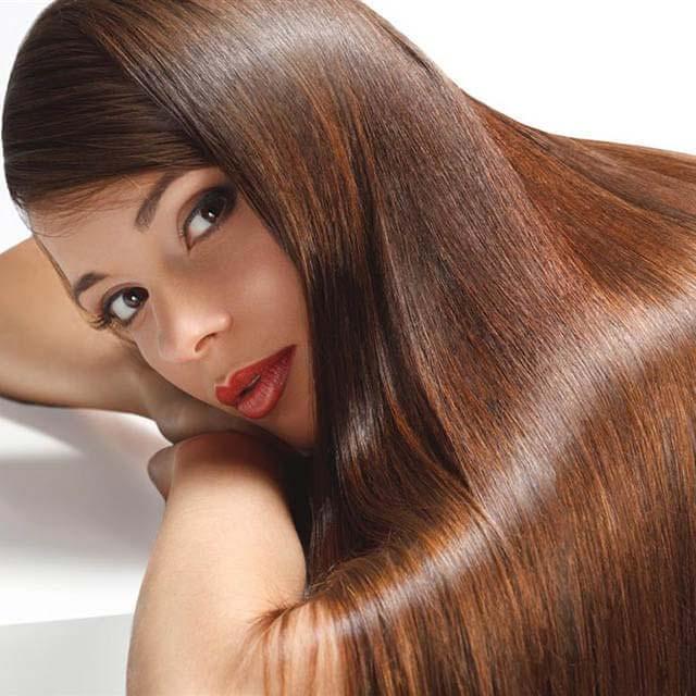 از جمله خواص عسل برای مو ایجاد لایه محافظتی و آبرسانی قوی است.