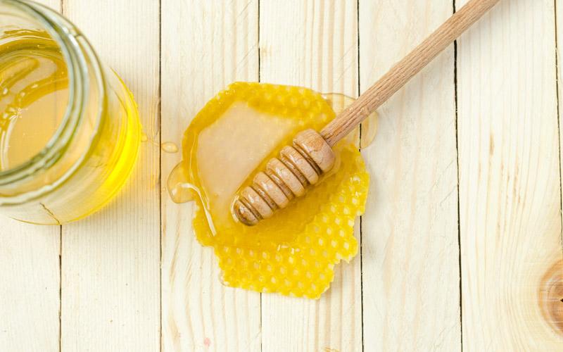 انواع قند به درمان زخم با عسل کمک میکنن.