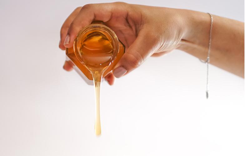 درمان زخم با عسل بهبود اون رو سرعت میبخشه.